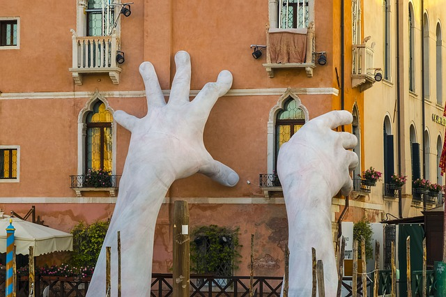 Italian Travels: An Essential Guide